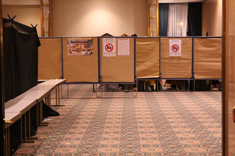 Pilt:Fursuit lounge.jpg